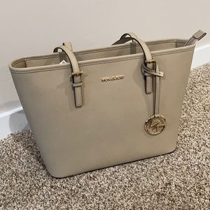 NWT Michael Kors Jet Set Bisque Tote